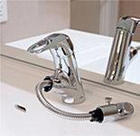 水量・湯温の調節がスムーズで、ヘッドを引き出して使用可能。