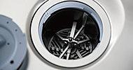 生ゴミを粉砕し、専用の処理槽で分解処理して下水道に放流。衛生的に生ゴミを減らし、環境にも配慮したシステムです。※1