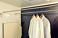 乾燥・暖房・涼風機能に加え、24時間低風量換気機能を備えた浴室換気乾燥暖房機。雨の日の洗濯物の乾燥等にも重宝します。※イメージ