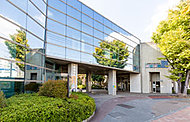 足立区スイムスポーツセンター うきうき館 約390m(徒歩5分)