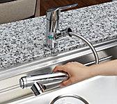 浄水・原水の切り替えやストレート・シャワーの切り替えがワンタッチでできるなど操作性に優れ、いつでも美味しい水が飲めます。