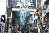 伏見大手筋商店街 約820m(徒歩11分)