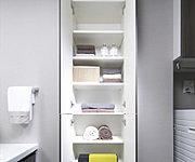 タオルなどの収納スペースとしてお使いいただけるリネン棚を設置しました。※タイプにより形状が異なります。