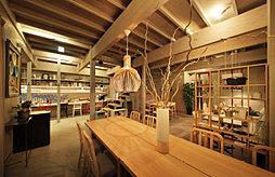カフェ&ダイニングinZONE TABLE 約770m(徒歩10分)