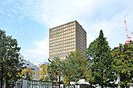 札幌市役所 約650m(徒歩9分)