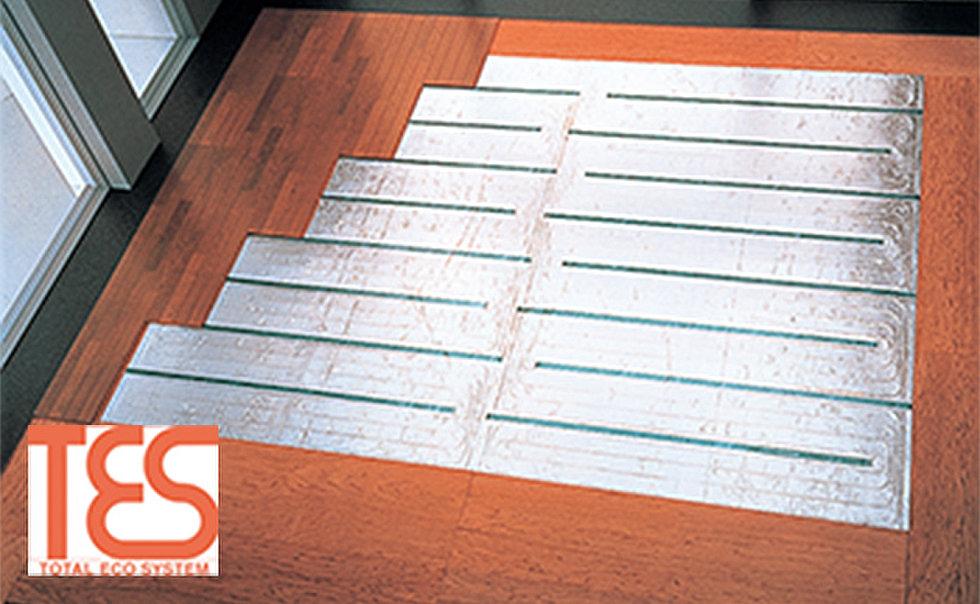 ガス温水式床暖房(リビング・ダイニングに温水式床暖房を採用。ホコリを巻き上げる風を起こさず、足元からクリーンに暖めます。)