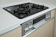 コンロ天板には、汚れに強くお手入れも簡単なホーロートッププレートを採用。