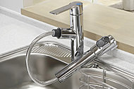 水と湯の境のクリック感で、水と湯をきちんと使い分けることができるシングルレバー水栓。無駄なお湯使用を防止します。