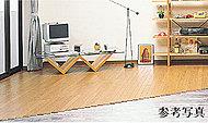 空気を汚さず足元からの輻射熱による〝頭寒足熱〟の健康的な床暖房。足元からお部屋の空気全体をあたためるので快適です。