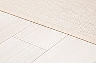 玄関を除く居住空間の床段差を解消したフラットフロア。室内でのつまずきを未然に解消します。