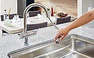 便利なハンドシャワー機能を一体化。ノズル先端が約30cmまで伸ばせ、使いやすさを高めています。