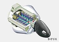 ピッキング対策に有効な小さな鍵穴をしており、アンチピッキングピンを採用。玄関錠は鍵穴が2つあるダブルロック仕様です。