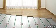 リビング・ダイニングには、足元からやさしく部屋全体を暖める温水式床暖房を採用しています。