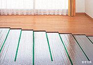 床下にあらかじめ設置され、送風音やモーター音、温風による温度ムラや塵の舞い上げもなく、室内を清潔に保つことができます。