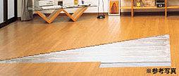 全戸のリビングダイニングに、足元から暖める温水式床暖房を標準装備。幅射熱効果により、省エネやランニングコストの低減を実現します。