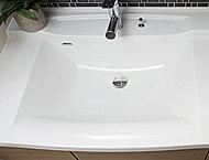 継ぎ目のないボウル一体型カウンターはアクリル系人造大理石製で、清掃性に優れています。