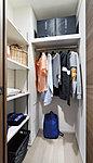 衣類を見やすくかけやすいゆとりある収納。