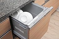 手洗いに比べ、節水でき、高温洗浄で油汚れもスッキリ。スマートカゴを搭載して、セット前の種類分けもラクに。家事負担を軽減します。