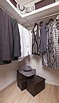 高い収能力を誇るウォークインクローゼット。衣類をすっきり整理することができます。