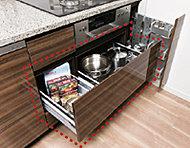 鍋や調理器具を効率的に収納できるスライド式で開閉もスムーズです。