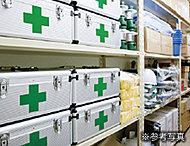 日用品や食料なの備蓄のための倉庫ではなく一般家庭では購入しにくいものや災害時にマンション内での共助活動の際に使用するものを格納しています。