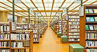市立中央図書館「こどもとしょかん」 約880m(徒歩11分)