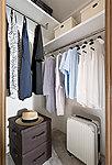全戸に設置。オールシーズンの衣類や旅行鞄などもゆったりと収納でき、取り出しもスムーズです。