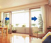 閉めたままでも自然換気ができる「換気機能付き玄関ドア」を採用。