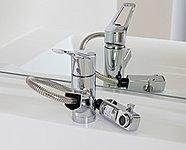 吐水口が引き出して使えるので、花瓶・バケツの水入れや洗面ボウルのお掃除に便利です。