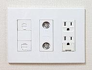電気コンセント、電話端子、TV端子、インターネット用端子を一体化。空間をすっきりとした印象にします。※LDの一部のみ。