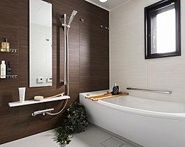 全身を包み込むような入浴感が特長のクレイドル浴槽、湯温を長時間キープできる魔法びん浴槽を採用。木目調パネルで落ち着きある安らぎの空間も演出しました。
