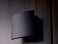 素材とデザインにこだわった、スタイリッシュなプッシュプルドアハンドル採用の玄関ドア。