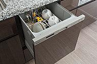 手洗いに比べ節水でき、高温洗浄で油汚れもスッキリ。家事負担を軽減します。