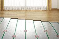 カラダに優しく、心地よい室温を保つ「TES温水式床暖房システム」を、全戸のリビング・ダイニングに導入しました。運転音がほとんどなく、ホコリを巻き上げる風も起きません。