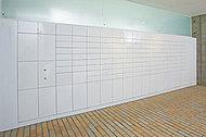 荷物の預かりと受取りが24時間いつでも可能な宅配ロッカーを設置。エントランスの集合玄関機や住戸内のセキュリティインターホンには、便利な着荷表示機能がついています。
