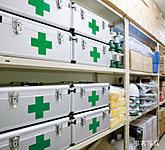 ポータブルガス発電機や担架、拡声器など、一般家庭では購入しにくいものや備蓄食料、飲料水なども万一に備えて格納しています。