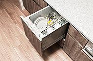 手洗いに比べ、節水でき、高温洗浄で油汚れもスッキリ。いろんな食器がセットしやすい食器カゴを搭載し、使い勝手に優れます。