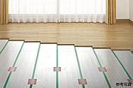 カラダに優しく、心地よい室温を保つTES温水式床暖房システムを、全戸のリビング・ダイニングに導入。タイマー、暖め過ぎ防止の室温サーモ付き。