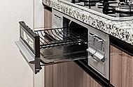 上下のバーナーで両面同時に美味しく焼き上げ、調理時間も片面焼きの2/3程度。裏返す手間もありません。