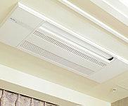 リビング・ダイニング、洋室(1)には、室内をスッキリとした印象に保つ天井カセット型エアコンを標準装備。 ※ Dタイプ洋室(1)については壁かけ型のエアコンとなります。