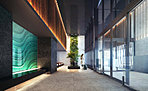 先進的なデザインでありながら、人々の心を癒す阿佐ヶ谷らしい自然の風景をこの空間に散りばめた。この地の個性を表現したエントランスホールは、迎賓空間として住まう人に誇らしさを、訪れる人にやさしさを感じさせる二層吹き抜けの空間に。