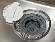 調理中に出た生ごみを粉砕・処理できキッチンを清潔に保てるディスポーザーを採用しています。※処理できない生ゴミ、使用できない洗剤等があります。