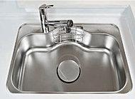 フライパンなども丸ごと洗えるワイドサイズ。水はね音をより抑えた低音仕様です。