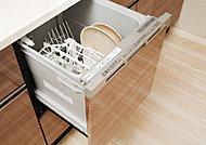 高温による洗浄後、温風で食器の隅々まで乾燥してくれる、衛生面に配慮した食器洗浄乾燥機を標準設置。