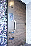 全住戸に優れた防犯性能を持つCP認定の玄関ドアを採用しています。