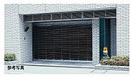 駐車場入口にはシャッターゲートを設置。