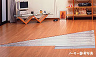 リビング・ダイニングには、大阪ガスのガス温水式床暖房を標準装備。埃を巻き上げずクリーンにお部屋を暖めます。