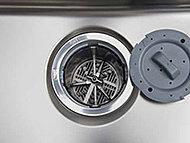 生ゴミを排水口で、粉砕処理できるディスポーザ。ゴミの量を軽減するとともに、キッチンを清潔に保ちます。※一部処理できないものもあります。