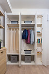 ハンガーパイプや棚板の位置を、収納するものに合わせて変えることが可能。空間を有効に使えます。