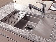 シンク内に水切りプレートや調理プレートをセット可能。家事がはかどる機能的なシンク。